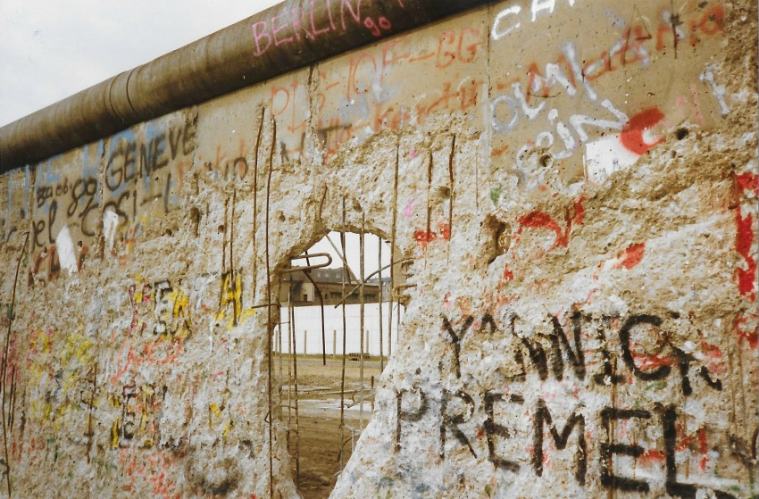hole in the berlin wall