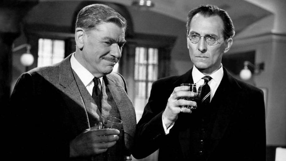 Andre Morell and Peter Cushing in Cash on Demand